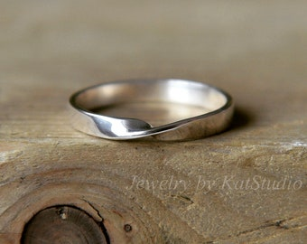 Mobius ring, moebius ring, Infinity ring, silver twisted ring, promise ring, best friend ring, sterling silver mobius ring, Mobius Jewelry