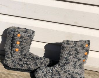 Crochet boots with flip flop sole.