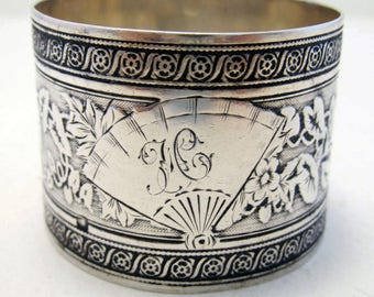 Beautiful Antique French (c1890) Solid Sterling Silver Hallmarked Serviette NAPKIN RING. 19th-century. GUILLOCHE Tumpet Vine.