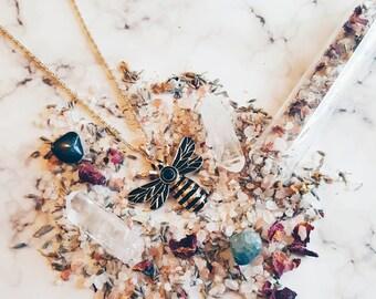 Queen bee necklace, Bee Necklace, spring bee necklace, Boho Queen bee necklace, Bee Boho chic necklace, honey bee necklace, Gold bee jewelry