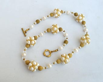 White and gold necklace with beaded beads Real pearl necklace Necklace with real white pearls Evening necklace in white and brass N664
