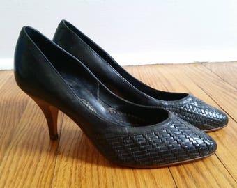 vintage black pumps, woven leather shoe, 1970s pumps, vintage black heels woven leather pumps heels, womens 6