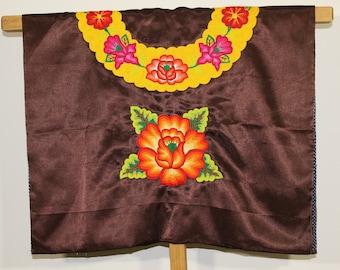 Blusa mexicana de TEHUANA: blusa que visten las TEHUANAS del sur de Mexico, mujeres y muxes zapotecas de Oaxaca, flor rellenas tejida a mano