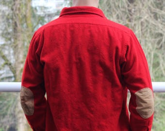 Vintage Pendleton Red wool Long Sleeved Shirt Men's Medium great shape elbow patches cabin cottage outdoors button down collared
