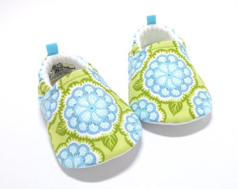 Green Floral Baby Shoes, Soft Sole Baby Shoes, Girl Baby Booties, Toddler moccasins, baby shower gift, gift for baby girl, vegan baby shoes