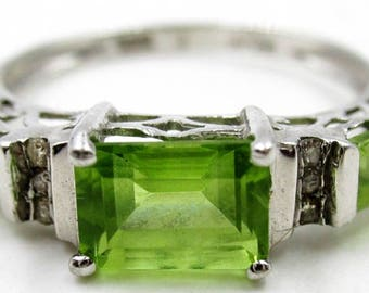 10k White Gold and Green Citrine and Diamonds Ring Size 7-7.25