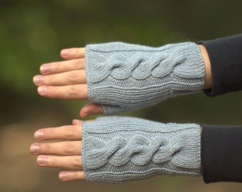 Womens gray gloves Hand warmers Grey fingerless mitts Wrist warmers Gray cable knit gloves Fingerless mittens Gray texting gloves