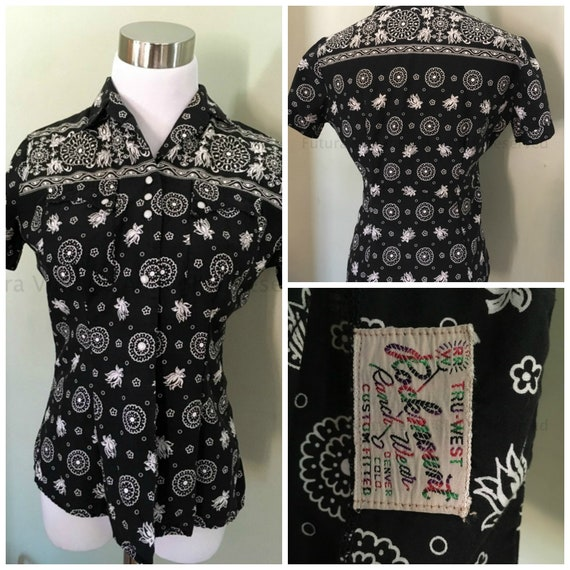 1950s 1960s ROCKMOUNT RANCHWEAR Black and White Cowgirl Bandana Pattern Pearl Snap Shirt with Pockets-S