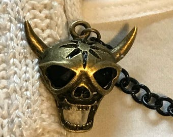 Sweater Clips: Skull with Horns in Bronze