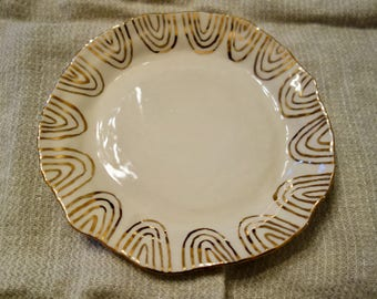 Plate with Gold Concentric Us, Medium
