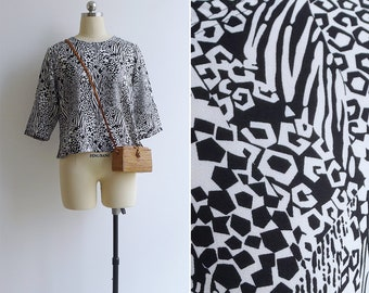 Vintage 80's 'Modern Art' Abstract Black & White Blouse Top XS S M