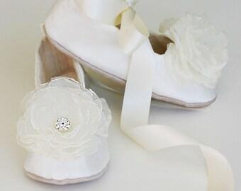 Ivory Silk Toddler Shoe, Little Girls Wedding Shoe, Easter shoe, Flower Girl Shoe, Baby Ballet Slipper, Christening Shoe, Baby Souls Couture