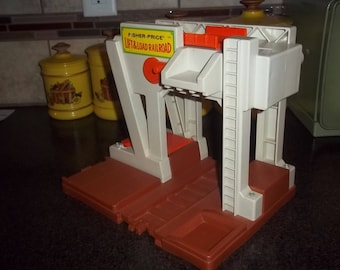 Vintage 1978 Fisher Price #943  Lift and Load Railroad Depot Building