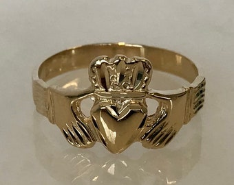 Lovely Ladies 14k Yellow Gold Claddagh Ring