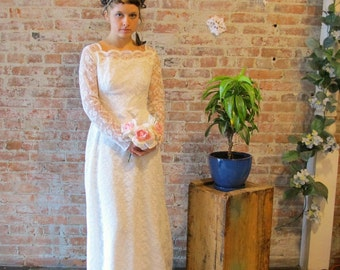 1960s Vintage Lace Wedding Dress and Veil