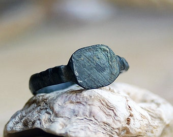 old ring found in a private dig...  size 10...  JEWELRY   Laf X 551