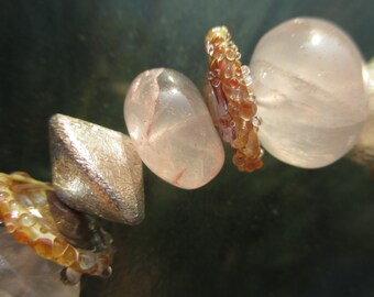 Rosenquarz Collier mit Glasperlen