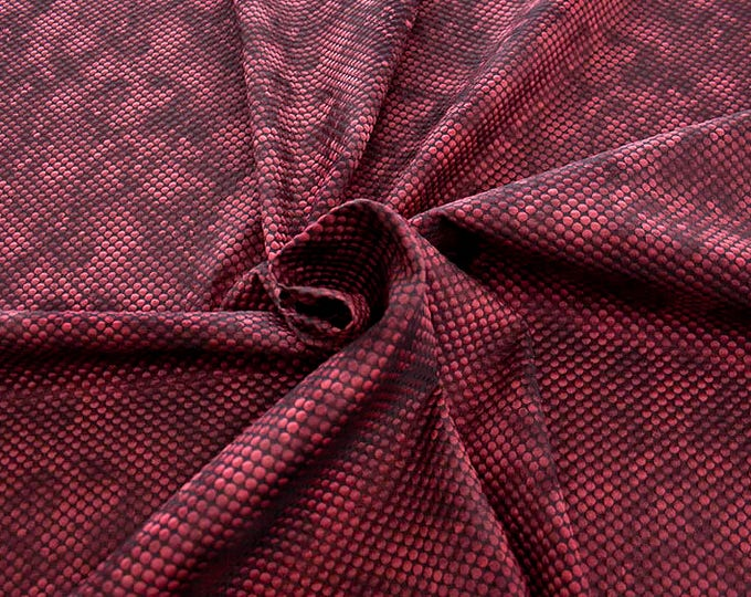 990061-114 Brocade, Co 53%, Pl 37, Pa 10, Width 140 cm, manufactured in Italy, dry cleaning, weight 279 gr, price 1 meter: 57.41 Euros
