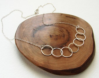 Silver circles necklace, bridesmaid jewelry, sterling silver connected circles simple everyday delicate minimal necklace bridesmaid gifts