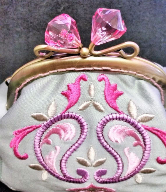 CP567.  The Indian Paisley design purse