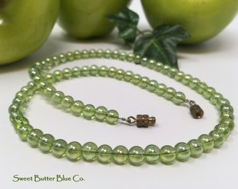 Vintage green glass bead necklace, iridescent mint green '60s