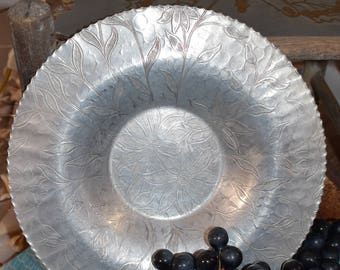 Hammered Aluminum Round Dish with Scalloped Edges/ Vintage Hammered Aluminum/ Aluminum Dishes/ Retro Hammered Aluminum/ Mid Century Aluminum