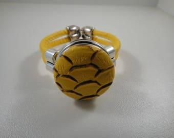 Bracelet leather yellow cabochon chunk pressure of 30mm yellow way leatherette peeling.