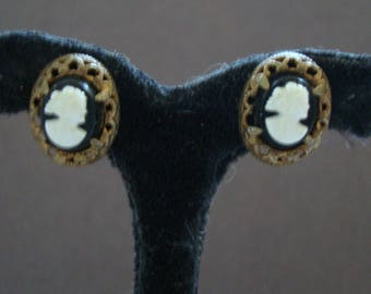 OVAL EARS are 5/8 inch tall by 1/2 inch wide--with 3/8 inch by 1/4 inch wide CAMEOS. Please see photos and description area for more info.