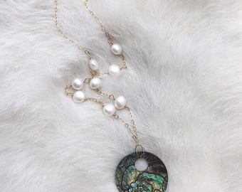 Abalone shell necklace with pearl chain