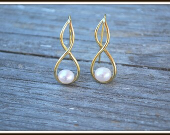 Button Pearl Earrings, Twisted Pearl Earrings, Creamy White Pearl Earring, Freshwater Pearl Button Earrings, Gold and Pearl Dangles