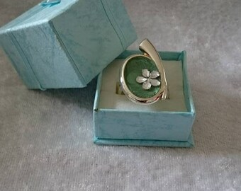 Painted ring and its original rhinestone flower