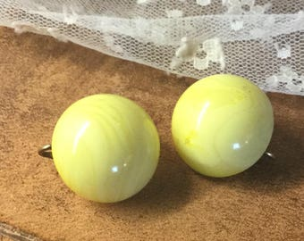 Fun Iced Lemon Sherbet Lucite Button Dome Earrings Unsigned Clip On 1950's 1960's White Swirled Marbled Feminine Funky Mod Modern Simple
