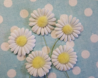 Vintage Daisy Flower Pics, Daisy Millinery, Fabric Flowers, Lot of 5