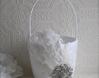 flower girl basket, wedding basket, wedding decoration, wedding ideas, feather wedding, feather