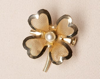 Vintage Four-Leaf Clover Coro Brooch faux Pearl, gold Tone Mesh, Shamrock Brooch Pin, Vintage Jewelry, Vintage Pin, Jewelry for Her