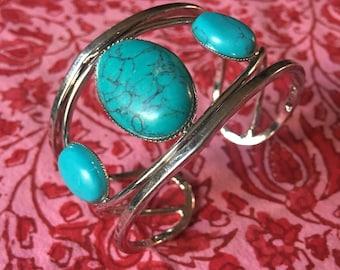 Vintage Blue Stone & Silvertone Southwestern boho cowgirl style Bracelet