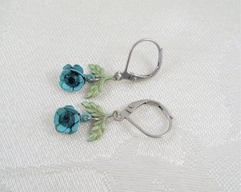 Lovely Vintage Floral Dangle Drop Earrings