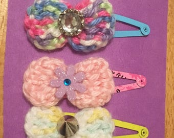 Crochet bow barrettes