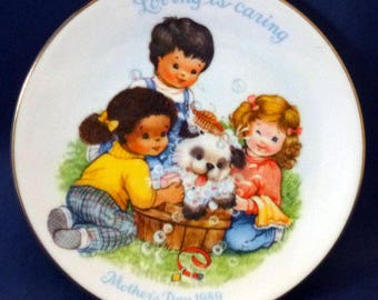 Vintage Avon Love is Caring Mother's Day Plate, 1989