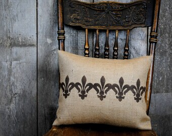 A welcoming Fleur de lis pillow cover! Cottage Chic pillow cover. French Country decor, Cottage decor, Country pilow, Decorative pillow.