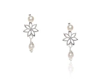 Earring with Pearl Flower Hanging Stud