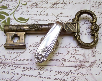 Key Ring Finder Vintage Spoon Handle DAFFODIL 1847 Rogers Bros Silver Handcrafted 1950s Upcycled Flatware Silverware Purse Bling