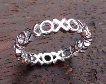 XOXO Wedding Band 14k Solid White Gold Hugs and Kisses Love Promise Ring