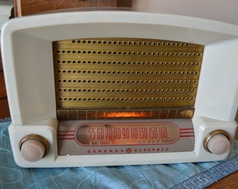 Vintage General Electric Model C600, Tube Type, Bakelite, AM Table Radio, 1948, Mid Century, Gift for Dad, Gift for Him, Birthday Gift