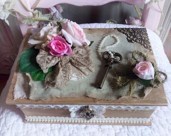 Box shabby and romantic