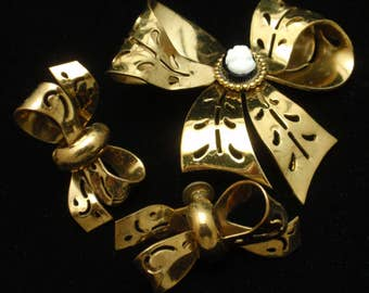 Coro Set Bow and Cameo Pin and Bow Earrings Vintage
