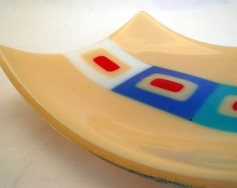 Medium square plate in cream with retro design in blue, turquoise, white and red, handmade kilnformed fused and slumped glass, 190mm x 190mm