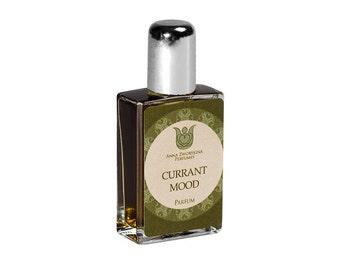 Currant mood - Natural perfume, fruity chypre with  black currant bud, tomato leaves, jasmine, rose, oakmoss, vetiver, labdanum,  Flacon.