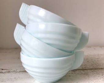 4 French cups in milk glass / Art Deco style / opaque pastel blue / opaline / tea or coffee / 1960s