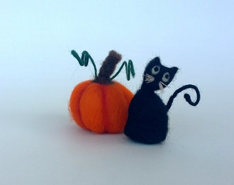 Black Cat and Pumpkin, Waldorf Needle Felted Halloween Autumn Decor Felt Kitten Cute animal Sweet tiny figurine Felt toy Woolen cat